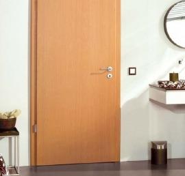 Двери из дерева бука в ванной комнате