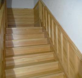Прямые деревянные лиственничные лестницы