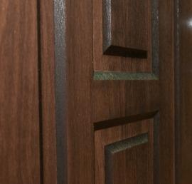 Входные деревянные двери из дерева ореха