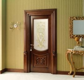 Двери из дерева ореха в ванной комнате