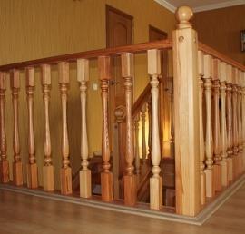 Деревянная балясина для лестниц из лиственницы