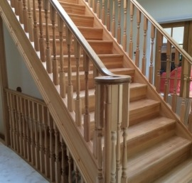 Прямая лестница из дуба