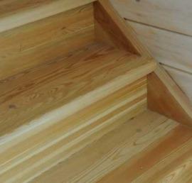 Прямые лиственничные лестницы