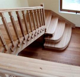 Деревянные лестницы из лиственницы под ключ