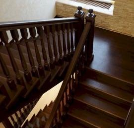 Деревянные лестницы из массива сосны