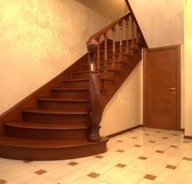 Прямаые лестницы из дуба