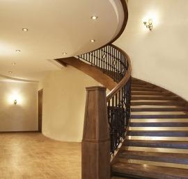 Деревянные лестницы из ореха