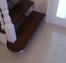 Деревянные лестницы из массива ореха