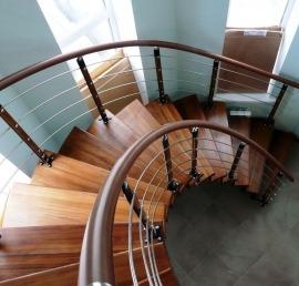 Поручни и перила из ели для лестниц