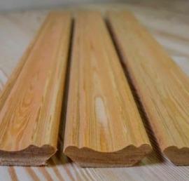 Деревянный плинтус из лиственницы