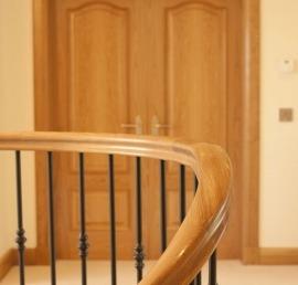 Поручни из массива дуба для лестниц