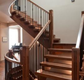 Поручни из ореха для лестниц