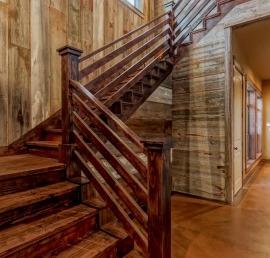 Поручни из кедра для лестниц