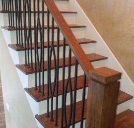 Поручни из массива кедра для лестницы