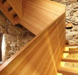 Поручни из лиственницы для лестниц