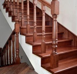 Поручни из массива лиственницы для лестниц
