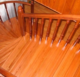 Поручни для лестниц из лиственницы