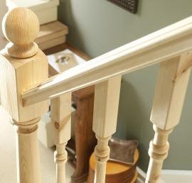 Поручни из массива сосны для лестницы