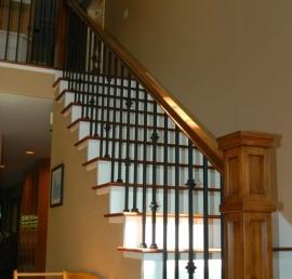 Поручни из массива бука для лестницы