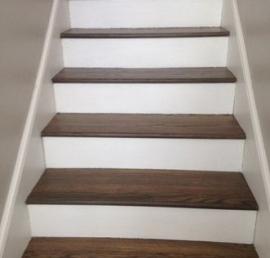 Для лестниц еловые ступени