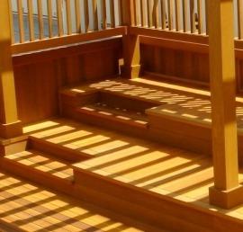 Ступени из кедра для лестниц