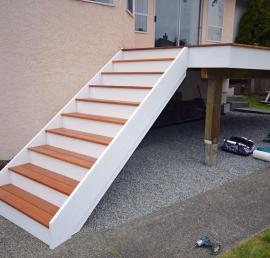 Ступени для лестниц из кедра