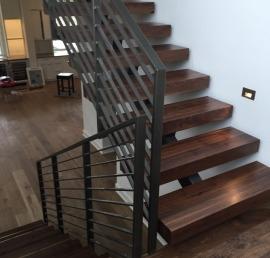 Ступени для лестниц из ореха