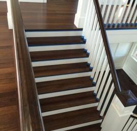 Для лестниц ореховые ступени
