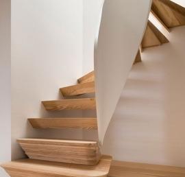 Ступени для лестниц из ясеня