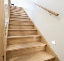 Для лестниц ясеневые ступени
