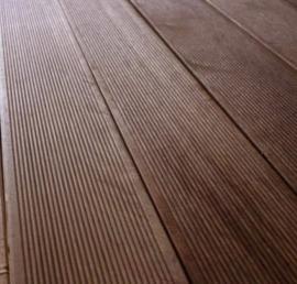 Деревянная террасная доска из ореха