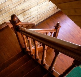 Тетива для лестниц из массива ореха