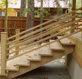 Уличные деревянные лестницы из массива дуба